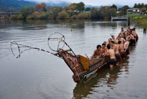 800px-New_Zealand_-_Maori_rowing_-_8527